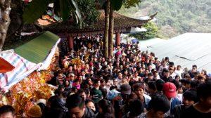 Khung cảnh chùa Hương đông nghẹt thở mỗi dịp nghỉ lễ