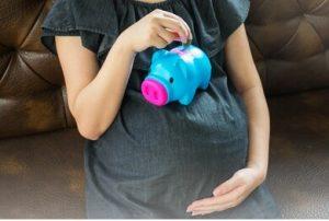 Nên mua BHTS hay BHYT trước khi mang thai
