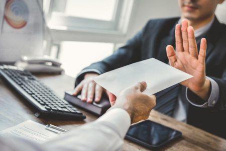 Cách từ chối lời mời làm việc thông minh và khéo léo