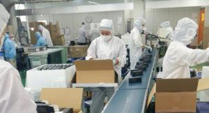 Công nhân đóng gói