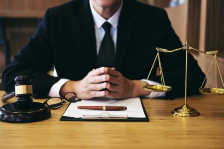 Sinh viên ngành Luật ra trường làm gì?
