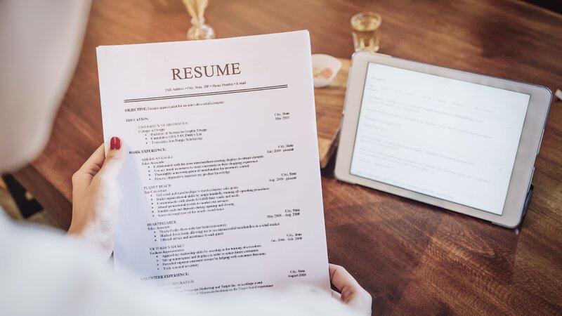 Hãy mang theo CV bản cứng