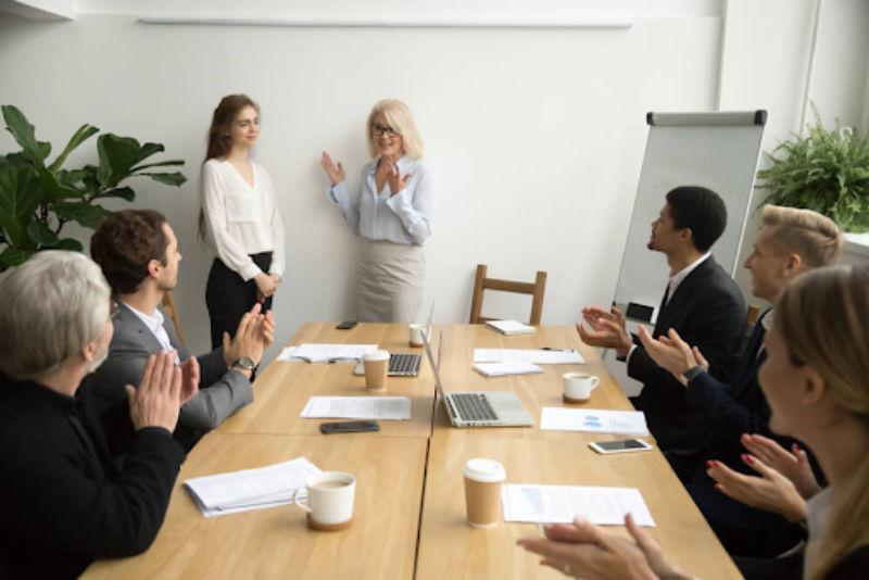 Hướng dẫn cách giới thiệu bản thân ngày đầu đi làm