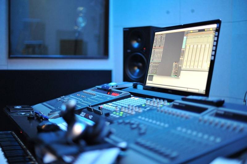 Producer là gì? Công việc của Producer trong giới giải trí - JobsGO Blog