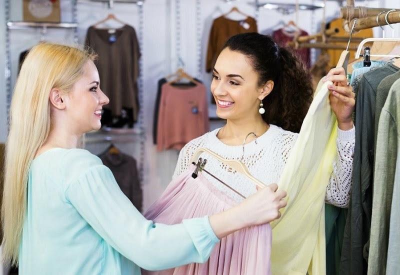 Một Sale Associate có trách nhiệm gì trong công việc?